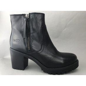 bde83af1fc4 Skind støvle m. chunky sål og hæl - sort